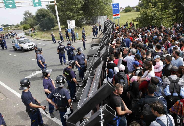 Cierra Hungría principal ruta terrestre de refugiados