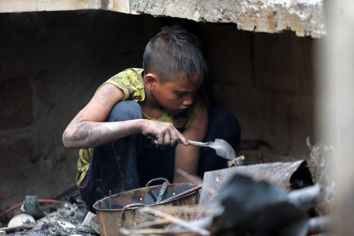 Incendio deja sin hogar a miles de personas en Manila
