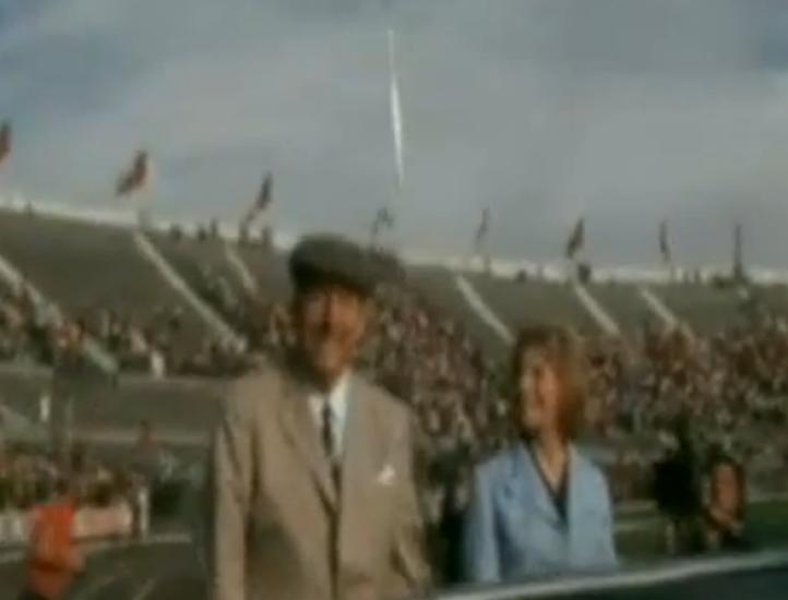 Homenaje a Pablo Neruda antes de volver a Isla Negra