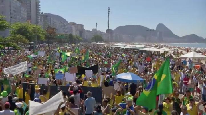 Miles de brasileños exigen dimisión de Dilma Rousseff
