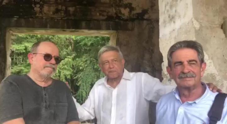 Silvio Rodríguez acompaña a AMLO en visita a Palenque