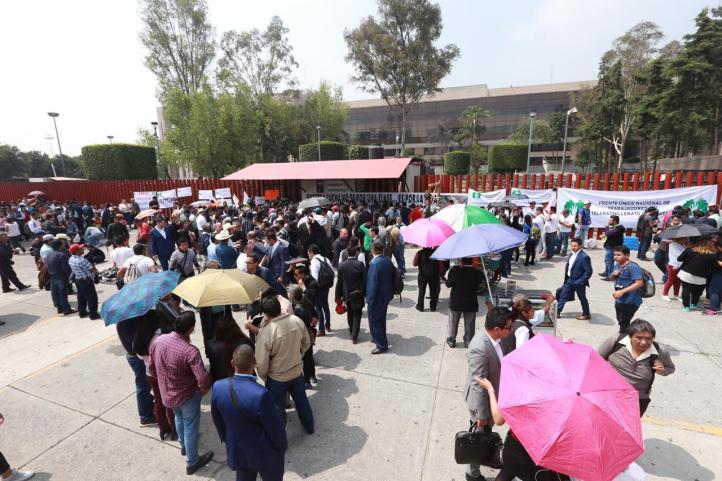 Campesinos bloquean accesos a la Cámara de Diputados