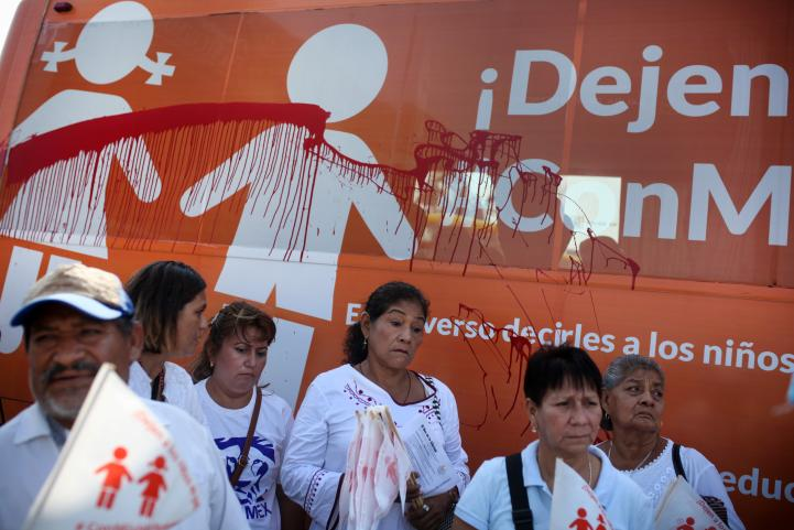 """Lanzan pintura contra """"Bus de la Libertad"""""""