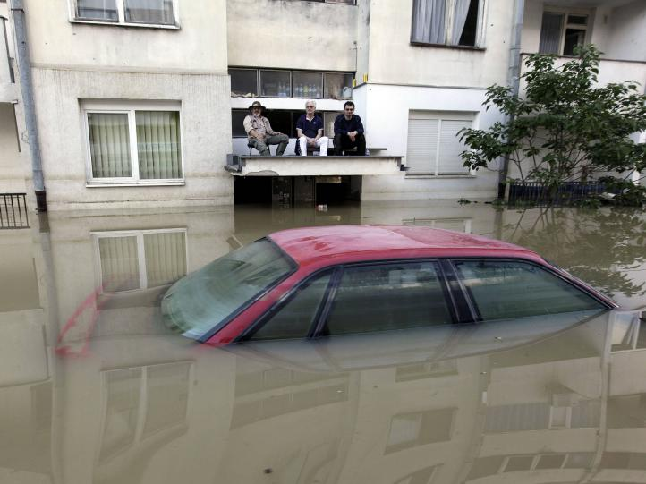 Dejan 35 muertos las inundaciones en los Balcanes