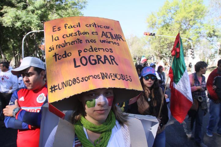 Marchan en Guadalajara en contra del gasolinazo