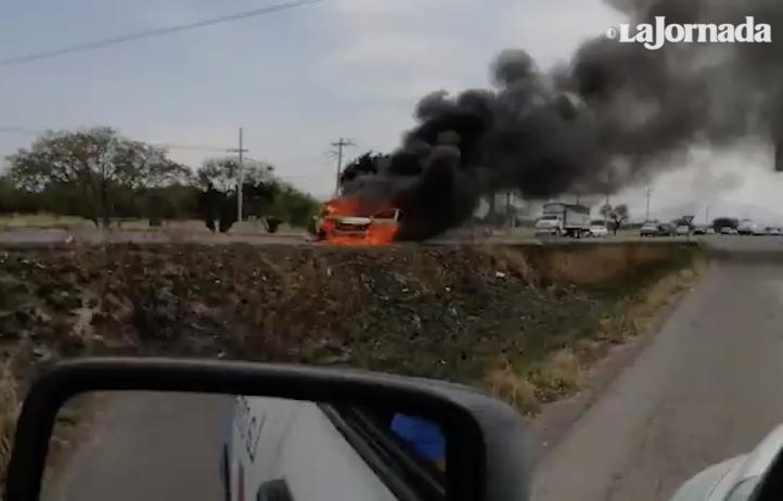 Quema de llantas y vehículos, respuesta a operativo en Guanajuato