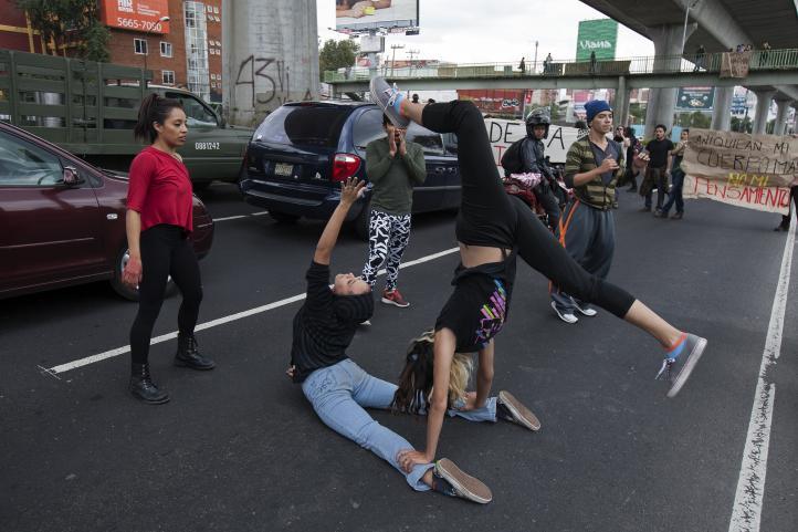 Estudiantes realizan acciones por Ayotzinapa