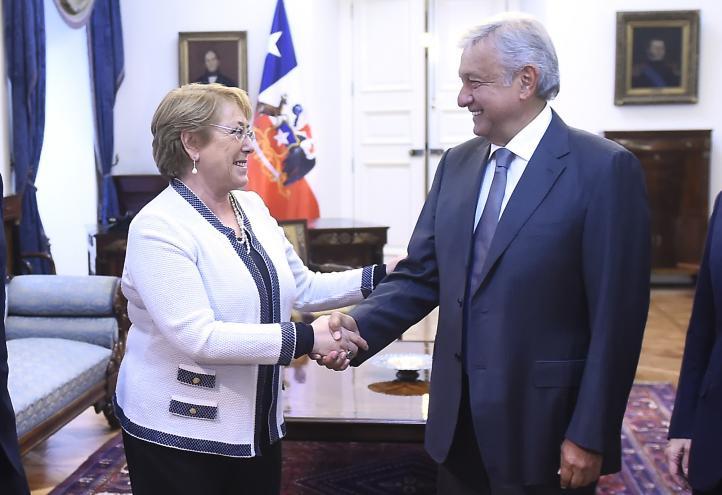 Se reúnen López Obrador y Michelle Bachelet en Chile
