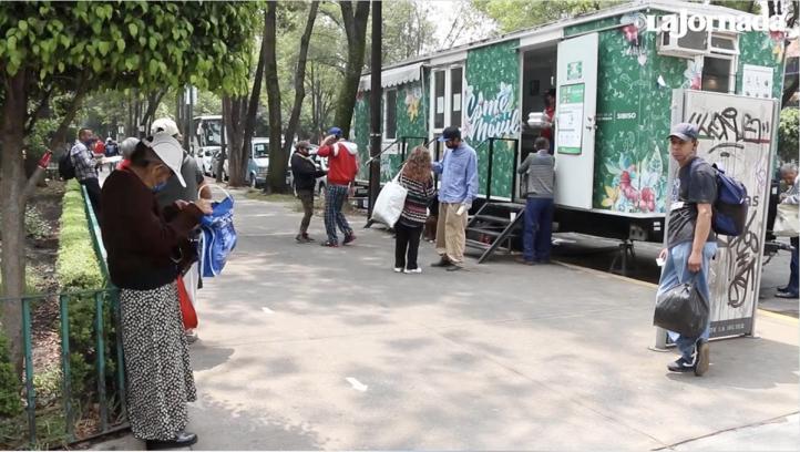 Comedores móviles reparte alimento gratuito en hospitales Covid