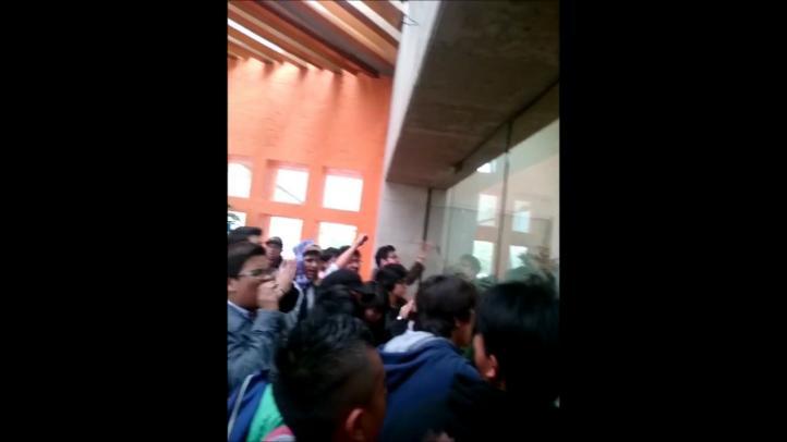 'Toman' estudiantes oficinas de la dirección general del Politécnico