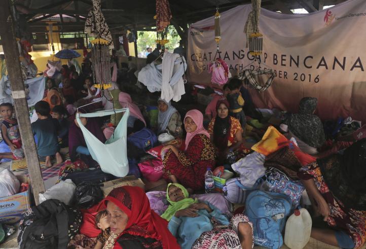 Llega ayuda humanitaria para las víctimas del terremoto en Indonesia