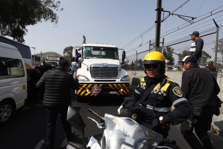 Bloquean la calzada Zaragoza por desabasto de gasolina