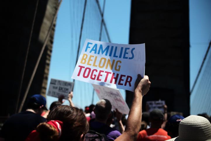 NY: Madre se reúne con hijos tras separación en frontera