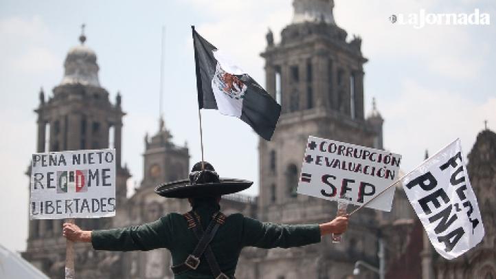 Maestros logran llegar al Zócalo, luego de que les habían impedido el paso