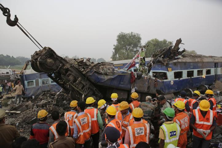 Más de 140 muertos en accidente ferroviario en la India