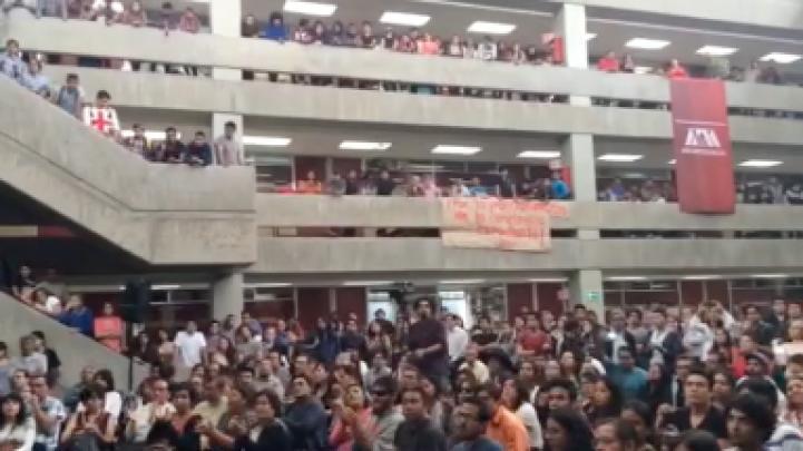 Estudiantes de la UAM dialogan con el rector general Salvador Vega y León