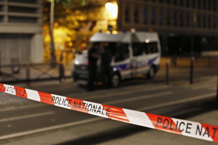 Investigan ataque con cuchillo que dejó 7 heridos en París