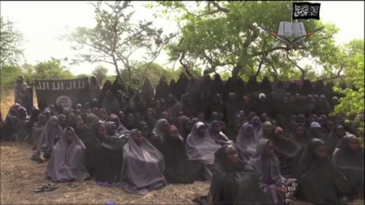 Publica grupo rebelde de Nigeria video con niñas secuestradas