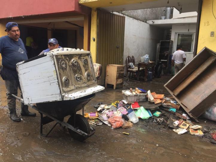 Continúan labores de limpieza en San Bartolo el Chico, fuertemente afectado por las lluvias de estos días
