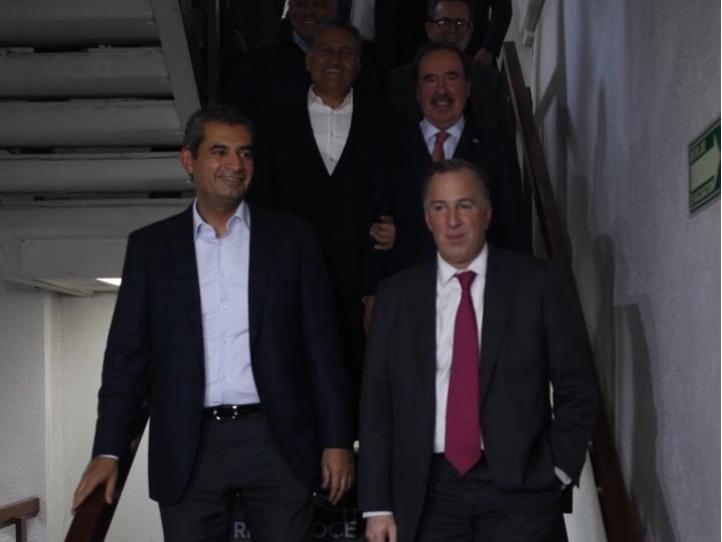 Se reúne Meade con senadores del PRI