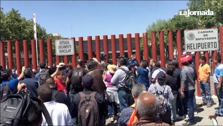 Bloqueo de la CNTE deja a 400 atrapados en San Lázaro