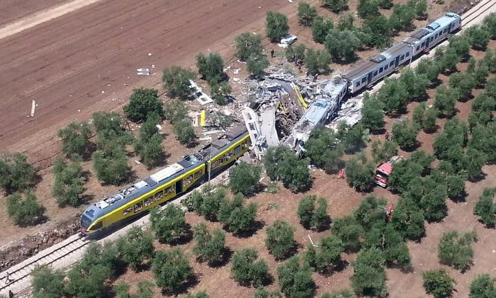 Choque de trenes en el sur de Italia