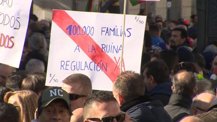 Taxistas de Madrid y Barcelona viven una huelga histórica