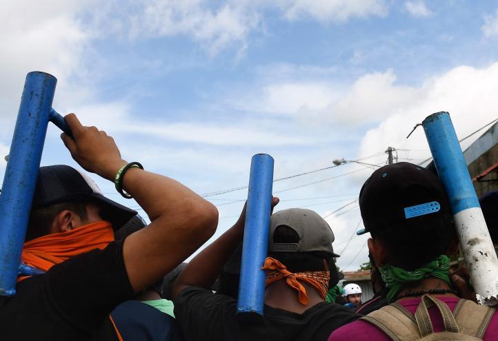 Ciudadanos se atrincheran ante embates policiales en Nicaragua