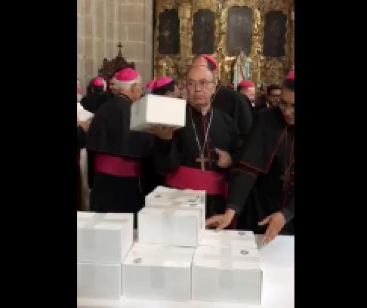 Regalos del papa Francisco a los obispos