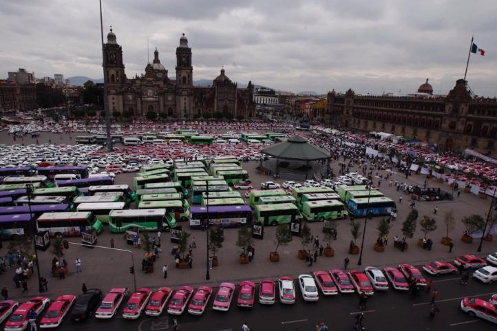Protesta taxista desquicia principales vías de la CDMX