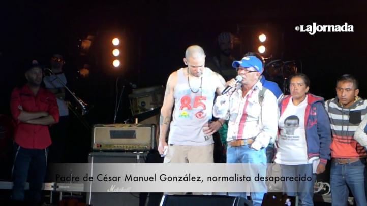 Ayotzinapa, presente en el concierto de Calle 13
