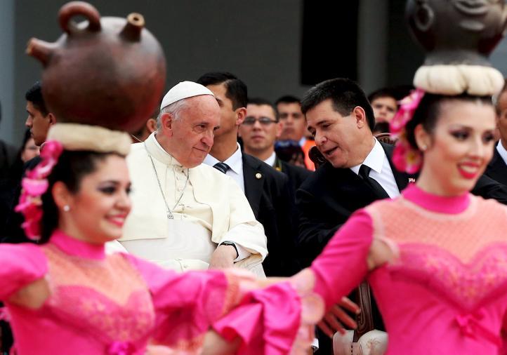 El papa Francisco llega a Paraguay