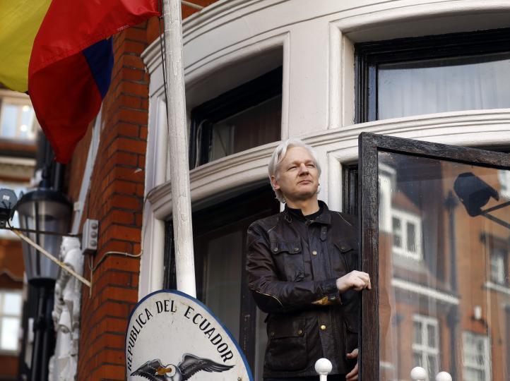 Ecuador le otorga la ciudadanía a Julian Assange