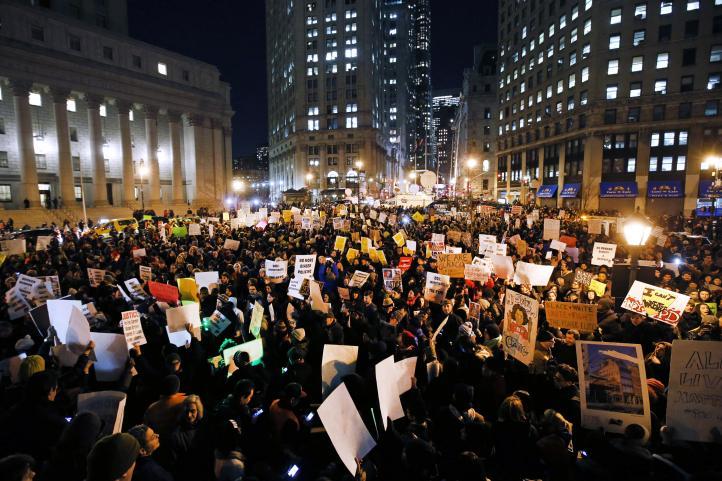 Miles protestan en EU por exoneración de policía