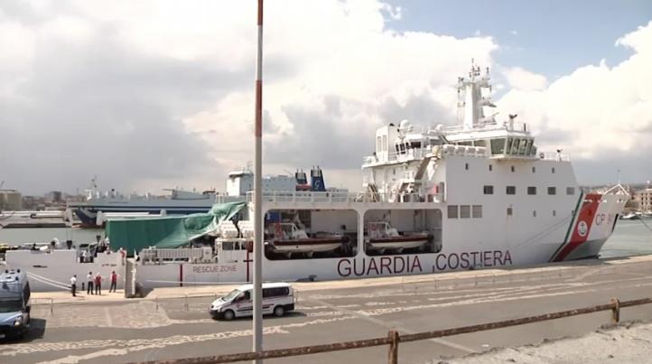 Migrantes inician ayuno en puerto italiano
