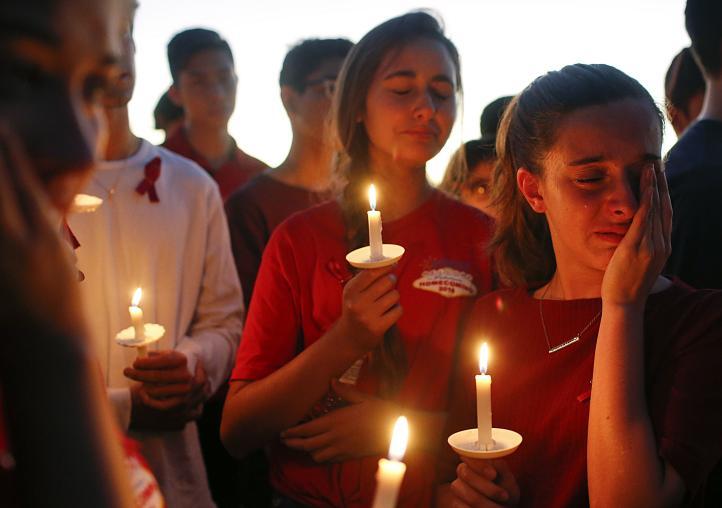 Florida: Miles asisten a vigilia por las víctimas de tiroteo
