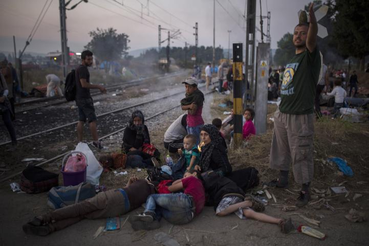 Miles de migrantes se acercan a la Unión Europea desde Macedonia