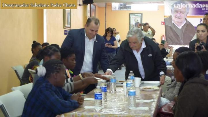 Mujica visitó un albergue de migrantes en Tijuana, en 2016