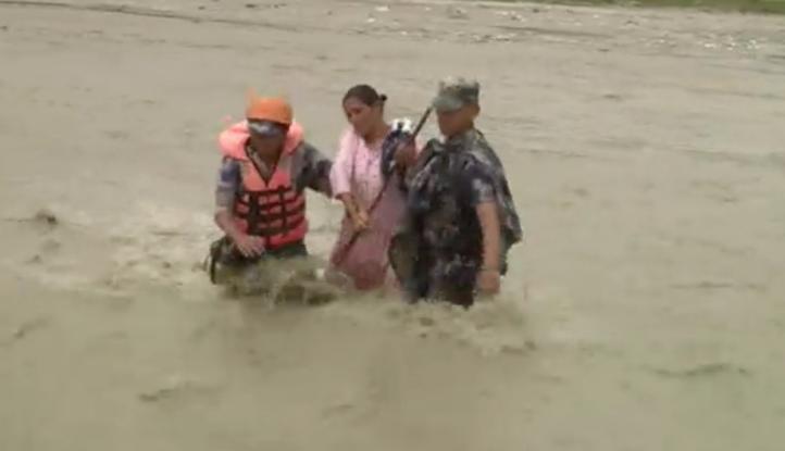 Continúa las labores de rescate en Nepal