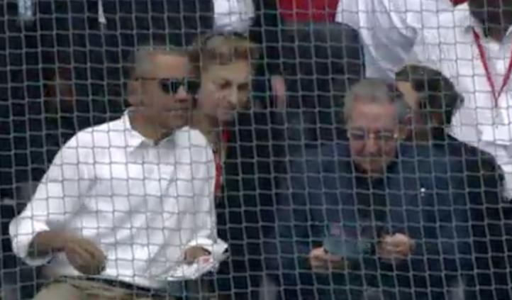 Barack Obama se reúne con disidentes y asiste a partido de beisbol