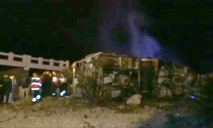 Al menos 15 muertos deja choque de autobús en Sonora