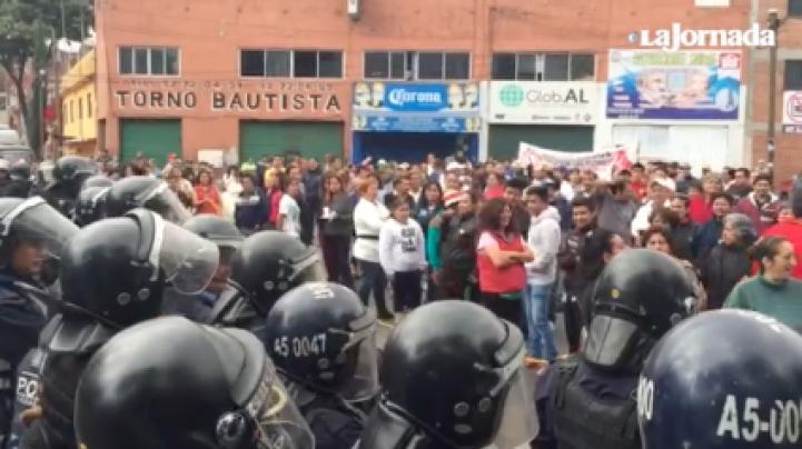 Protestan vecinos del poniente de la ciudad contra el tren interurbano