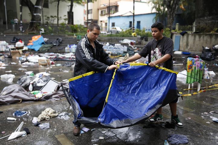 Desmantelan campamentos opositores en Venezuela; detienen a 243