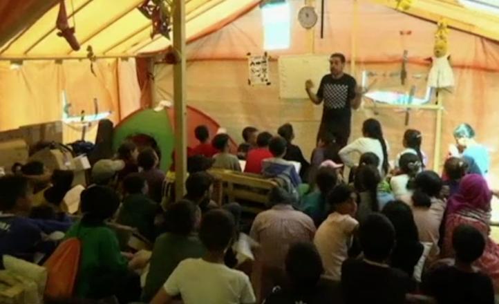 Instalan una escuela temporal en el campo de Idomeni