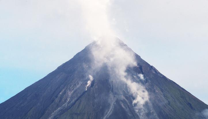 Proponen desalojo definitivo alrededor del volcán Mayón