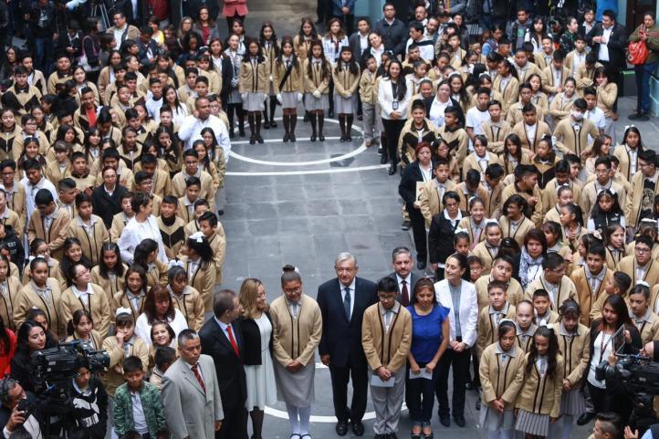 Inician clases 25.6 millones de alumnos; se invertirán 60 mdp en becas