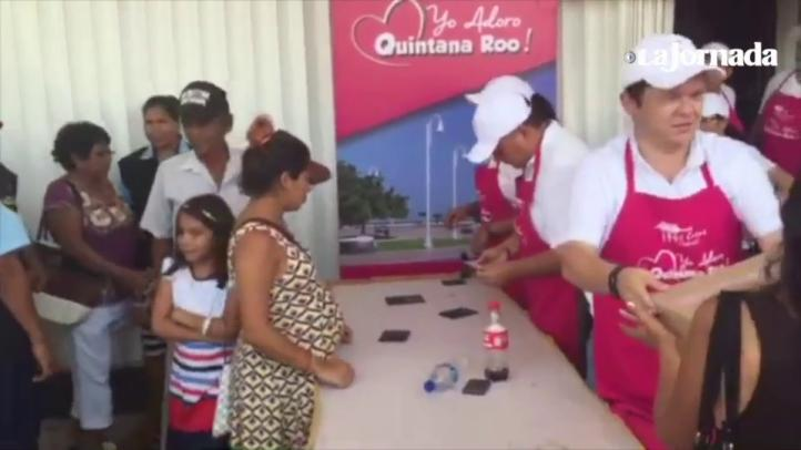En Chetumal regalan despensas a quienes ya votaron