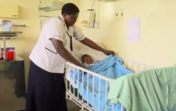 Estable la bebe que sobrevivió casi cuatro días bajo escombros en Kenia