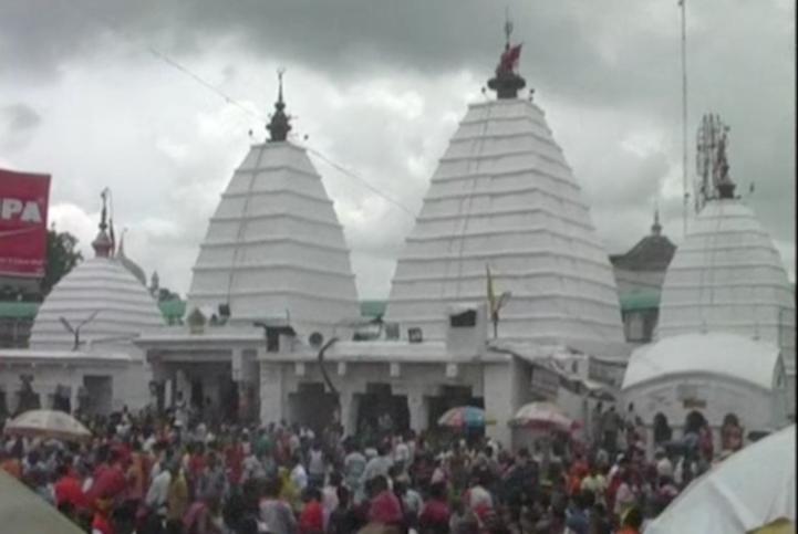 Estampida en templo hindú deja al menos 10 muertos