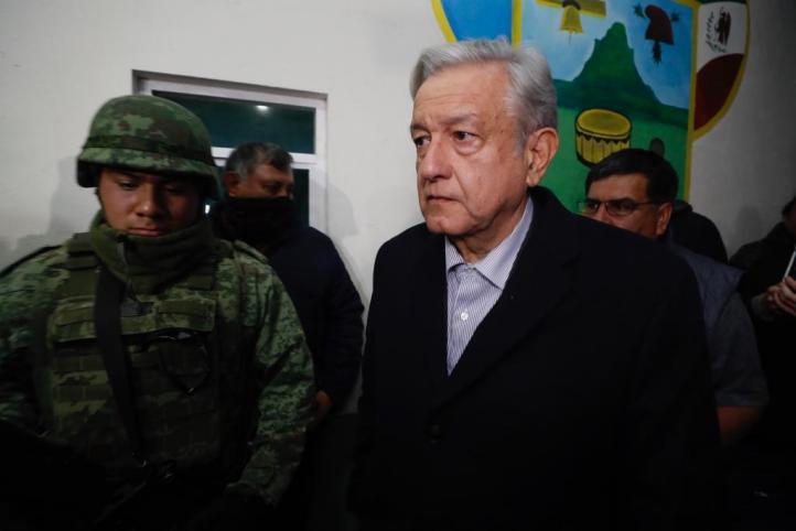 """""""Se va a decir toda la verdad, no se va a ocultar nada"""": López Obrador, en el lugar de la explosión"""